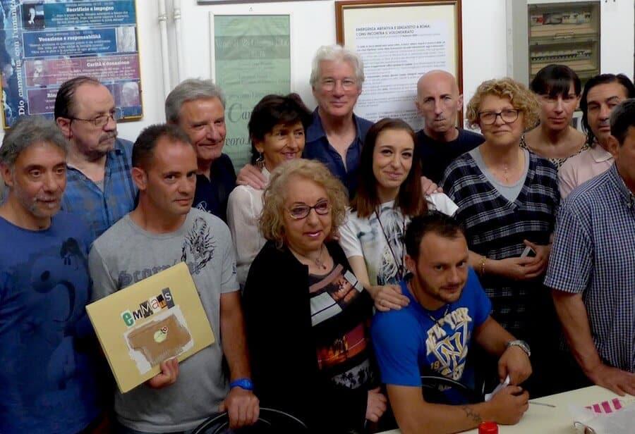 Émotions en vue de Taormine: rencontre entre Richard Gere et les sans-abri